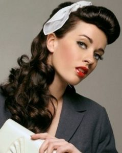 peinados pin up pelo largo con pañuelo